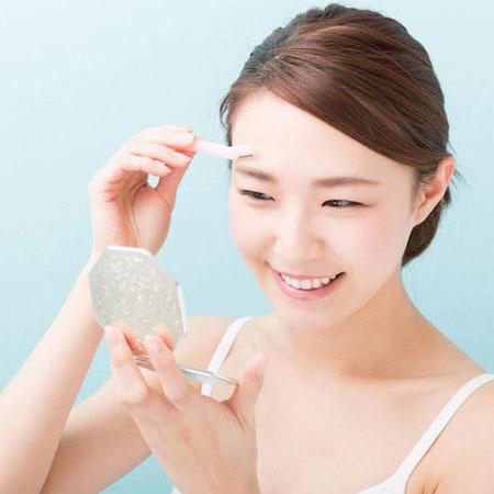 顔剃りでワントーン明るい肌に!顔剃りのメリットとは?のイメージ